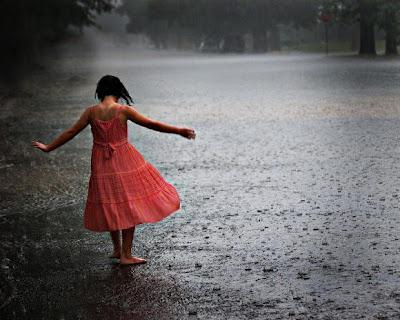 Girl-dancing-rain_Indian_Fashion_Trends.jpg